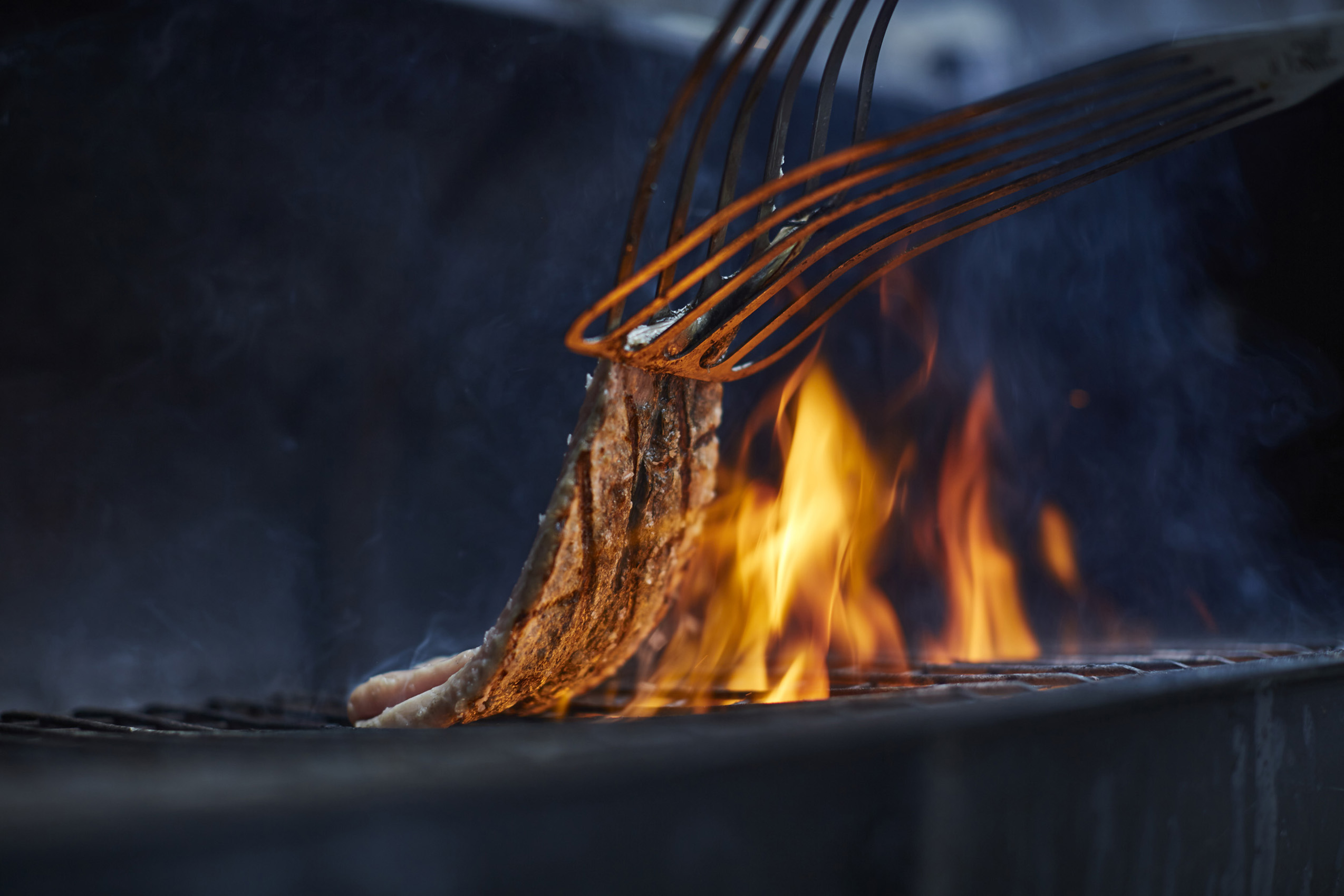 SteveRyan_Photographer_Reportage_Mackerel_Grill_Fire_66